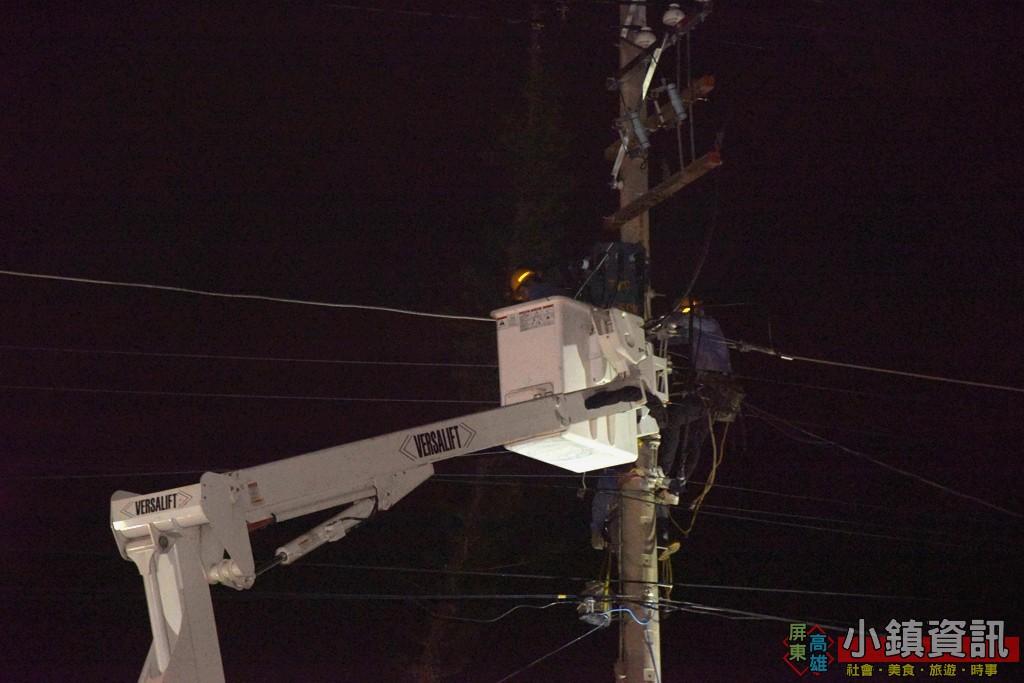 林邊龍捲風7千多戶大斷電 台電人員努力搶修復電
